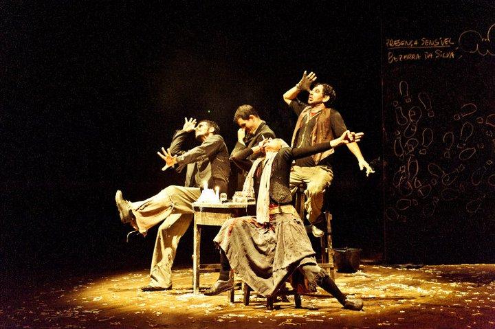 Adubo - Um dos espetáculos mais conhecidos criados na cena universitária da cidade