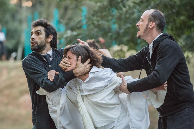Mariano Mattos, Luah Guimarãez, Guilherme Calzavara em cena do Espetáculo (Foto: Renato Mangolin)