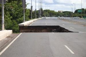 06/02/2018. Crédito: Arthur Menescal/Esp. CB/D.A. Press. Brasil. Brasília - DF. Desabamento do Viaduto do Eixão Sul.