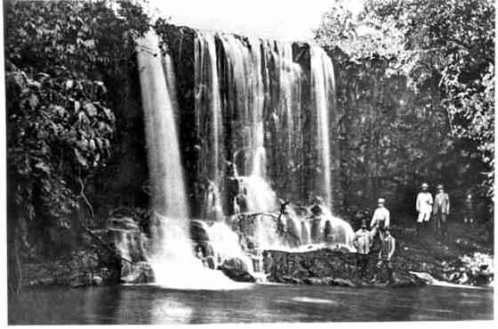 Integrantes da Missão Cruls em cachoeira do Rio Cassu/ Foto de Henrique Charles Moriz