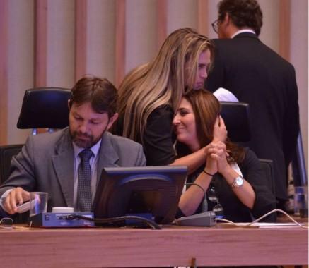 Liliane Roriz e Celina Leão - abraço ou gravata