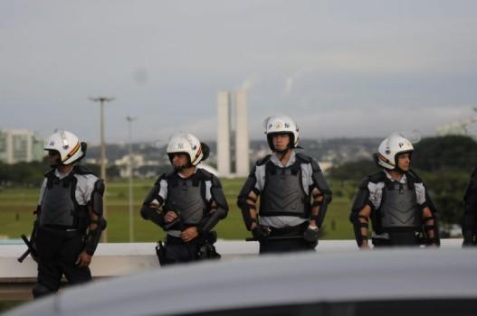 #Confronto entre manifestantes contrários à PEC 55 - segurança