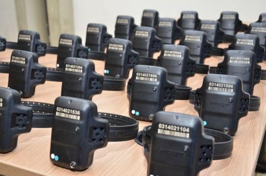 Tornozeleiras eletrônicas usada por condenados.
