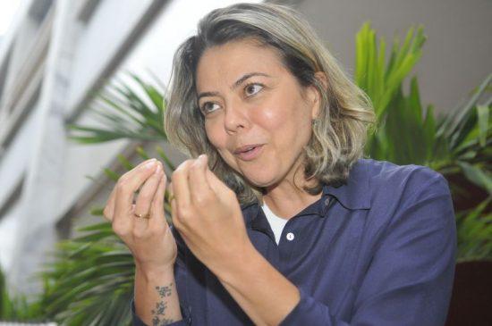 Leila Barros armas