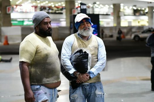 Jorge Vianna se passa por morador de rua
