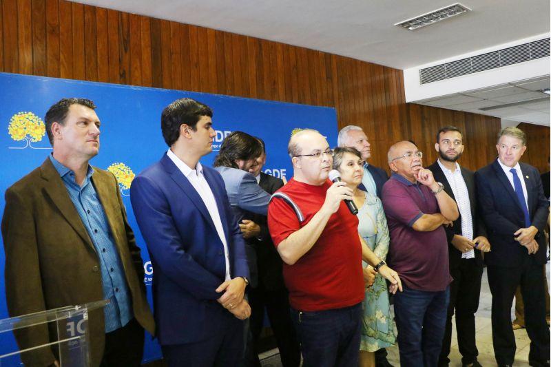 Governador Ibaneis anuncia recontratação de terceirizados da limpeza SLU