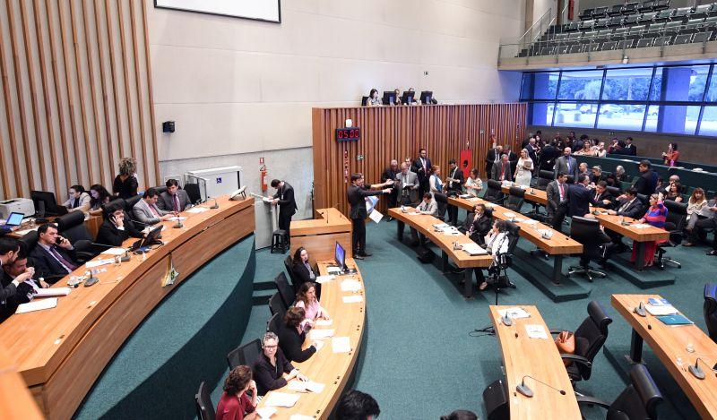 Sessão plenária na câmara legislativa