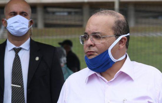 Ibaneis Rocha com máscara