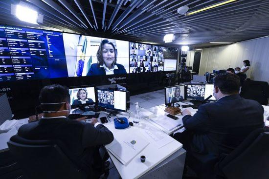 senadora Leila em sessão virtual