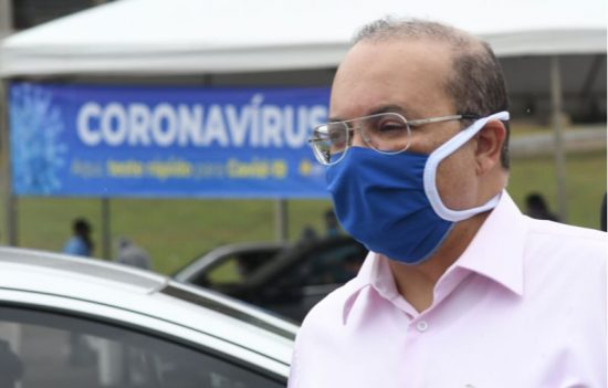 Ibaneis Rocha de máscara