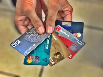 Especialistas alertam sobre cobranças abusivas em tarifas bancárias
