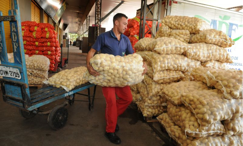 A saca da batata inglesa triplicou de preço durante a greve Crédito: Antonio Cunha/CB/D.A Press. Brasil. Brasília- DF.