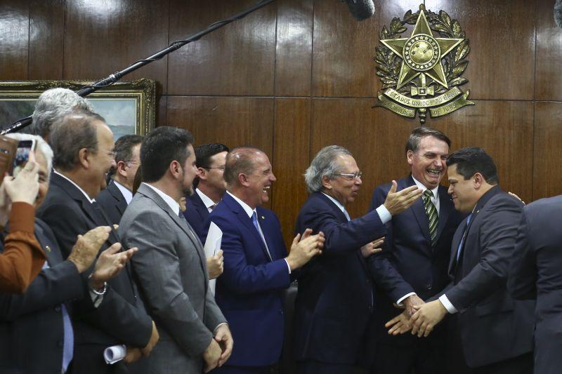 Bolsonaro apresenta projeto com extinção de municípios
