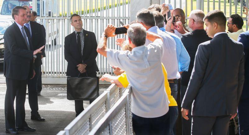 Bolsonaro na porta do Alvorada