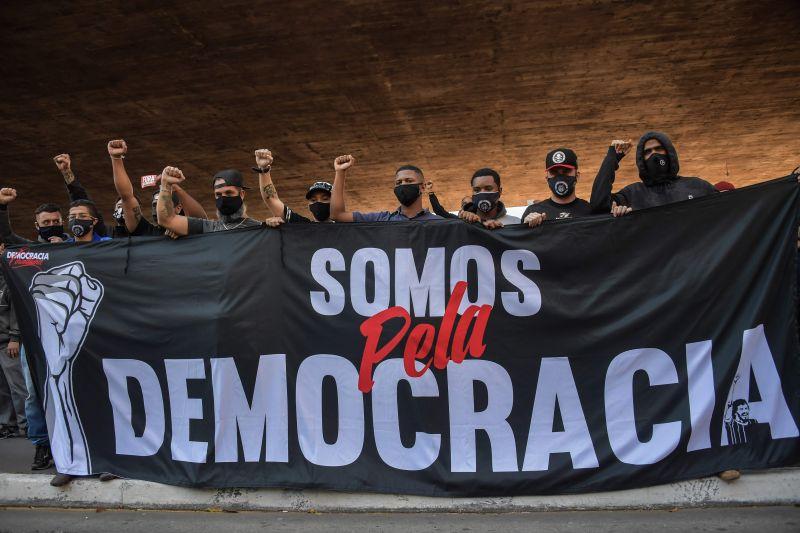 Manifestação pela democracia