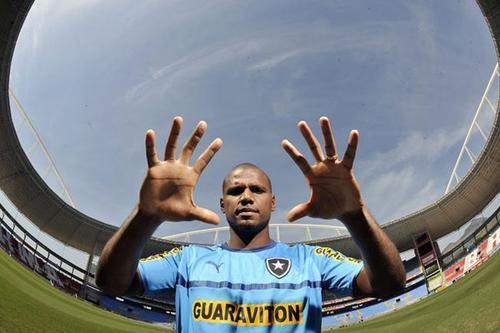 O capitão Jefferson pode erguer o troféu no Mané Garrincha