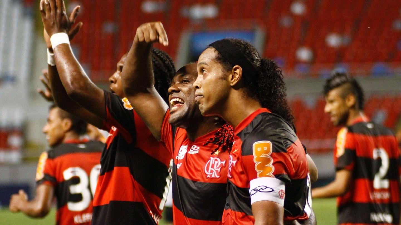 Vagner Love mostra quem fez o último gol da camisa 10 rubro-negra em um clássico carioca