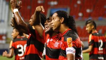 Sabe há quanto tempo a camisa 10 do Flamengo não faz gol em clássicos cariocas?