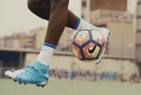 Vinicius 1 O modelo de chuteira predileto da joia do Flamengo (e do Real  Madrid). Fotos  Divulgação Nike d9b7a66fbbd90