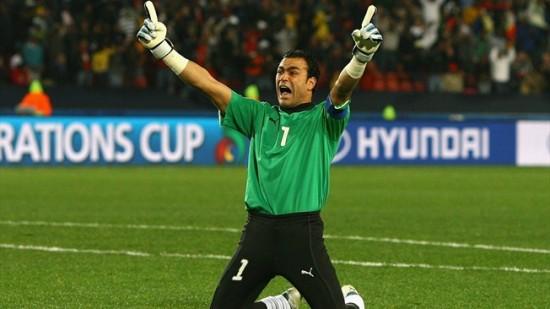 Haddary O goleiro titular do Egito El-Haddary fará 45 anos em 15 de  janeiro. Foto  Divulgação Fifa 7b127c17da7dd