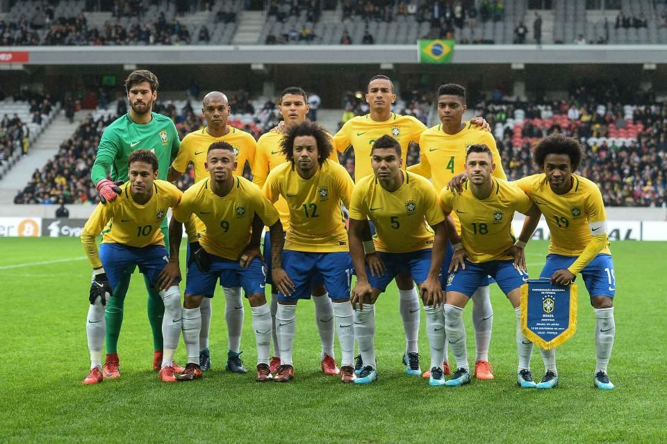 Material esportivo do Brasil é Nike pela sexta Copa seguida. A marca vestiu  a Seleção na conquista do penta Foto  Pedro Martins Mowa Press 35472037e39a4