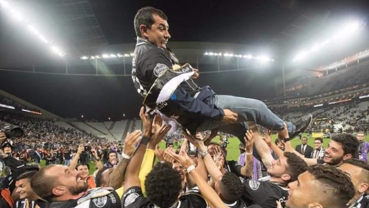 Fábio Carille chega ao título brasileiro com 44 anos. Foto: Daniel Augusto Jr/Ag. Corinthians