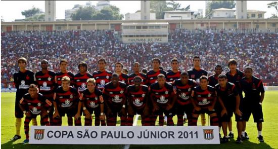 Flamengo 2011 César é o único remanescente da geração que ganhou o bi da  Copinha. Foto  Flamengo bb1a0fdcb6376