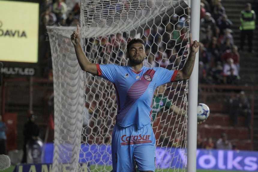 Único gol de Mosquino no Argentinão foi contra o Argentinos Juniors. Foto: Arsenal