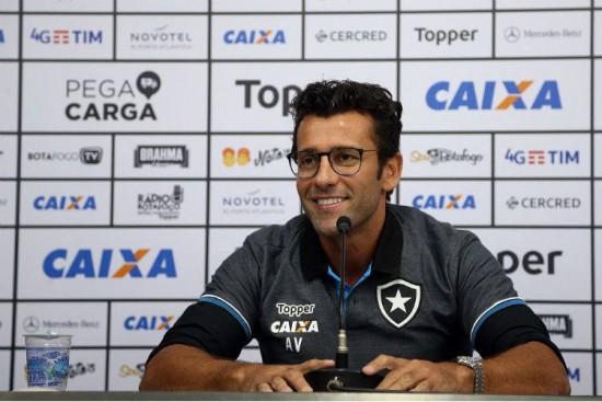 137d98d1acadc Botafogo Alberto Valentim volta ao Rio 20 anos depois de jogar no Flamengo.  Foto  Vitor Silva SSPress Botafogo Alberto Valentim