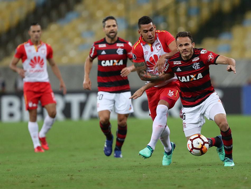 O limitado Santa Fe segurou o fraco Flamengo no vazio Maracanã. Foto: Gilvan de Souza/Flamengo