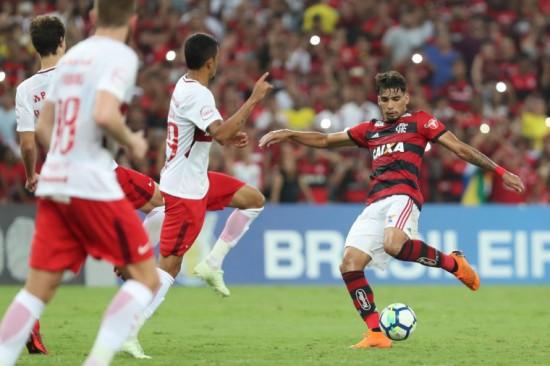 ffa427a08c IMG 6108 Lucas Paquetá fez um dos sete golaços de fora da área na rodada.  Foto  Gilvan de Souza Flamengo Lucas Paquetá fez um dos sete golaços de  fora da ...