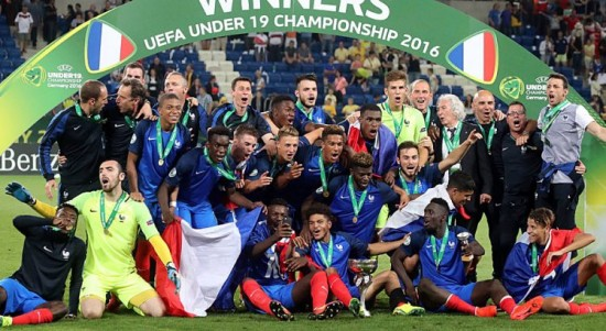 a558d46592 Dois anos na vida de Mbappé  do gol sobre a Croácia na Euro-Sub-19 à ...