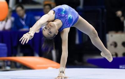 thais-fidelis-ginastica