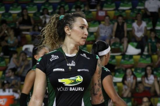 Transexual, Tifanny bate recorde de pontos em um jogo da Superliga feminina de vôlei