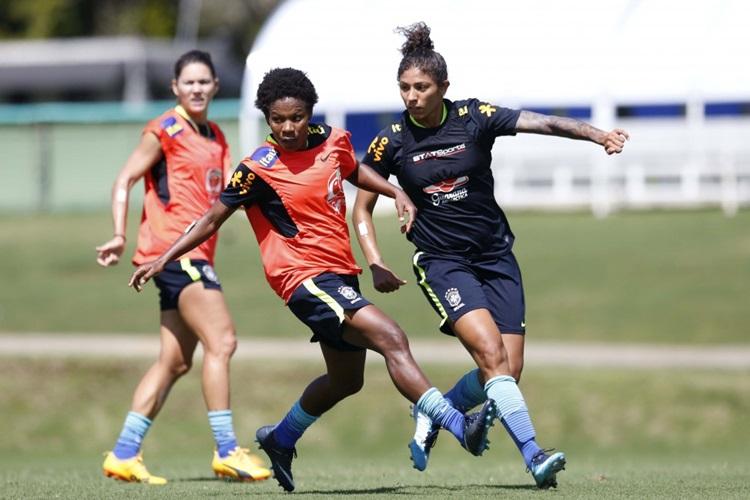 Formiga e Cristiane em treino da Seleção Brasileira para disputar Copa América