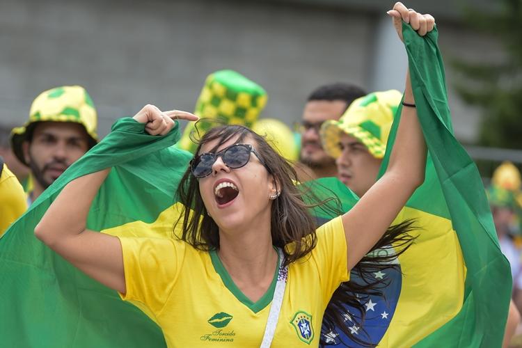 cantos-torcida-brasileira-copa