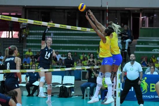 96edded58f Seleção Brasileira de vôlei em amistoso contra Estados Unidos em Brasília