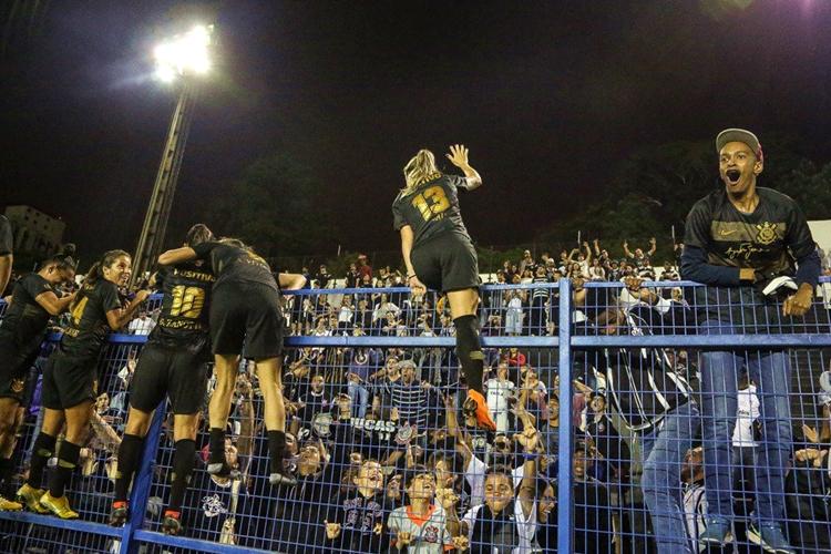 Corinthians garante vaga para a final do Brasileirão feminino após vencer o Flamengo por 4 x 2