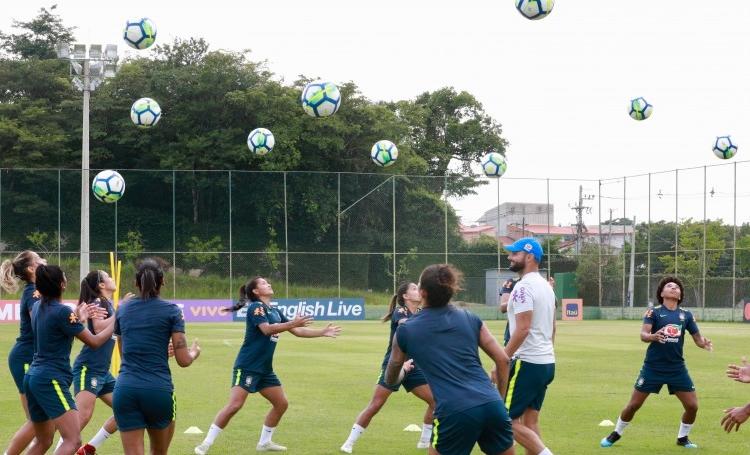 Jogadoras da Seleção Brasileira convocadas pelo técnico Vadão em treino antes do torneio She Believes, nos Estados Unidos,