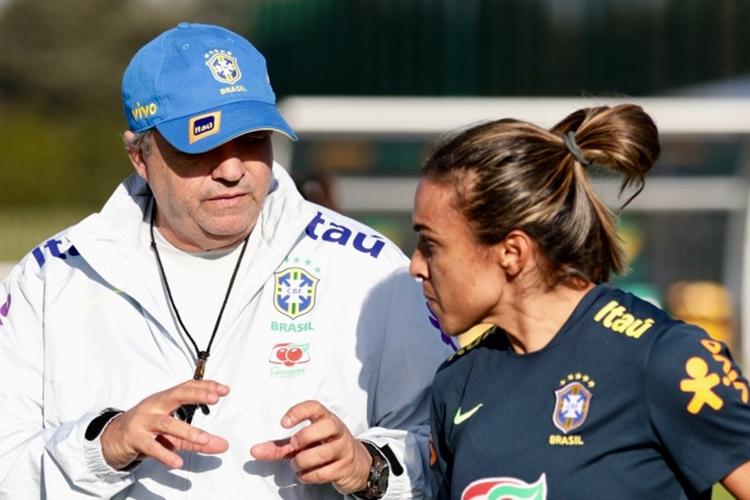 Técnico Vadão vive crise com a sétima derrota seguida no comando da Seleção Brasileira de futebol feminino em ano de Copa do Mundo na França
