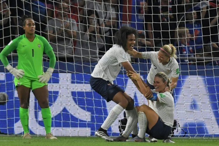 Barbara lamenta gol na prorrogação que deu a vitória à França e a classificação para as quartas de final da Copa do Mundo feminina 2019