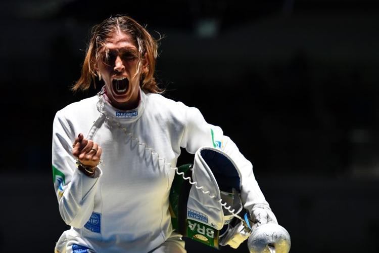 Nathalie Moellhause comemora a primeira medalha conquistada pelo Brasil em um Mundial