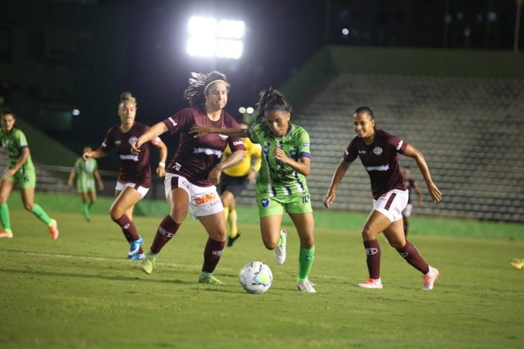 Minas Icesp x Ferroviária, em jogo do Campeonato Brasileiro Feminino A1 2020: torneio suspenso por causa do coronavírus