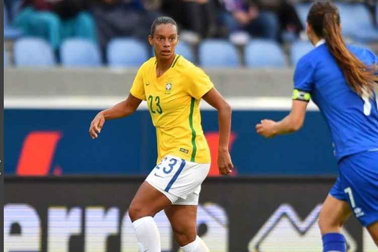 Rosana é a única jogadora brasileira na campanha da Fifa de combate à violência contra a mulher na pandemia de covid-19