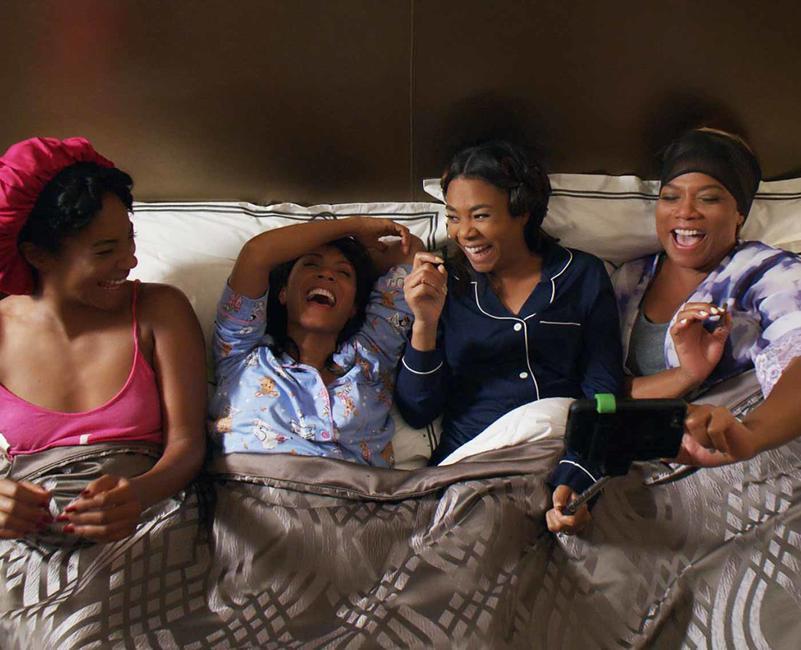 Os laços de sororidade são ressaltados em Girls Trip (EUA, 2017) com cenas que reafirmam a segurança e a alegria da amizade entre as protagonistas. Fonte: Divulgação Universal Pictures