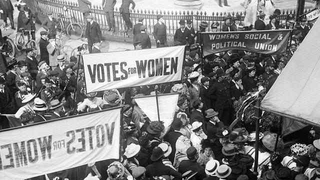 As sufragistas em Londres, na virada do século 19 para o 20.