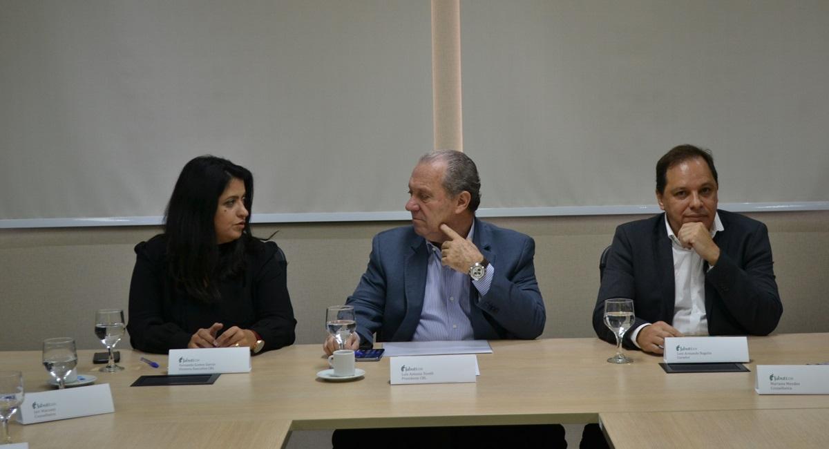 Fernanda Gomes Garcia, diretora da CBL, Luis Antonio Torelli,  presidente da CBL, e Luiz Armando Bagolin, curador do Prêmio Jabuti