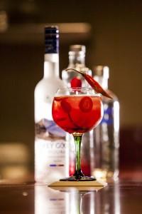 Créditos: Bruno Araújo/Divulgação. Drinque Berry punch do restaurante Bamboa.