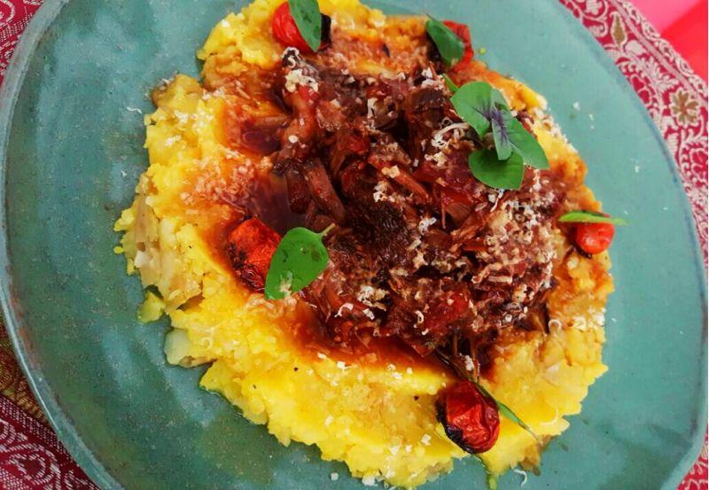 Créditos: Arquivo Pessoal/Ramon Souza. Prato do restaurante O Gaia - ragu de ossobuco com purê de mandioca na manteiga de garrafa.