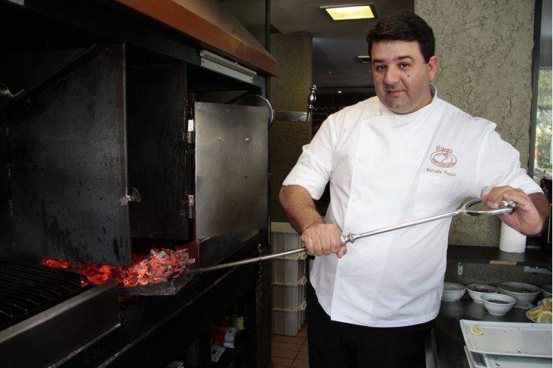 02/07/2014. Crédito: Ana Rayssa/Esp. CB/D.A Press. Brasil. Brasília - DF. Cultura argentina na cidade. Marcello Piucco, chef de cozinha do Restaurante Al Negro.